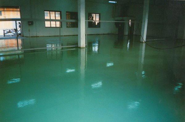 Эпоксидные полиуретановые промышленные наливные полы самонивилирующийся наливной пол easy boden